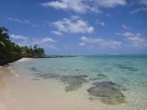 Clear lagoon water Avea bay, Huahine