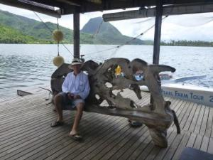 Pearl Farm Huahine: John waiting for the ladies to finish!